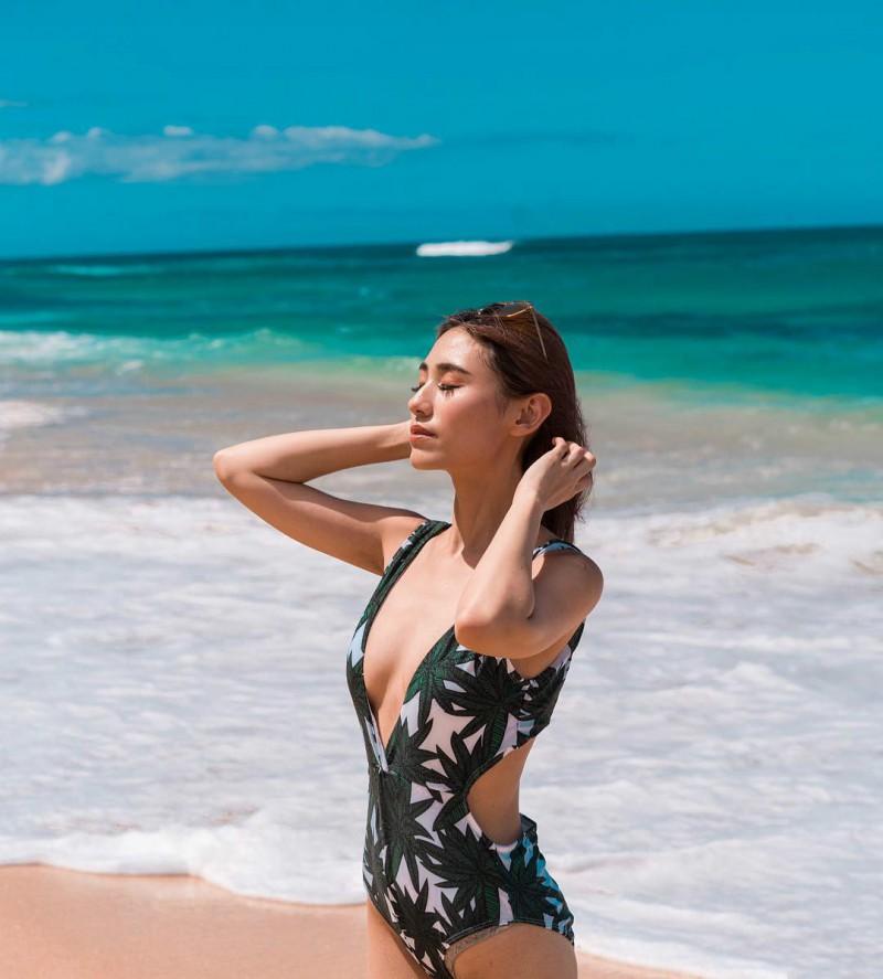 【捕鱼王】性感时尚正妹Youtuber Alicia Tan 三点式比基尼令人血脉喷张
