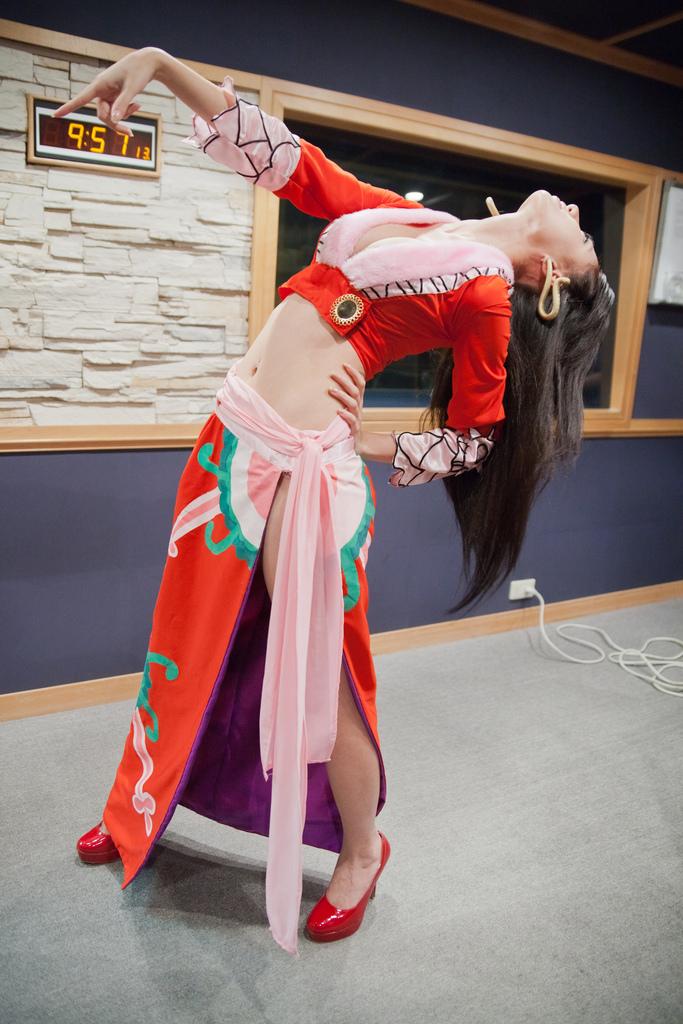 【捕鱼王】女帝林采缇Cosplay 真人版蛇姬火辣爆乳太猛了